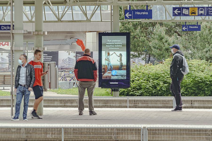 Digitaalinen ulkomainontakampanja Tikkurilan asemalla